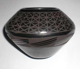 Mata Ortiz Pottery Renteria Signed black on black vase Small Mexican