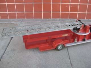 Vtg 50s DOEPKE ROSSMOYNE AERIAL LADDER FIRE TRUCK PRESSED STEEL TOY